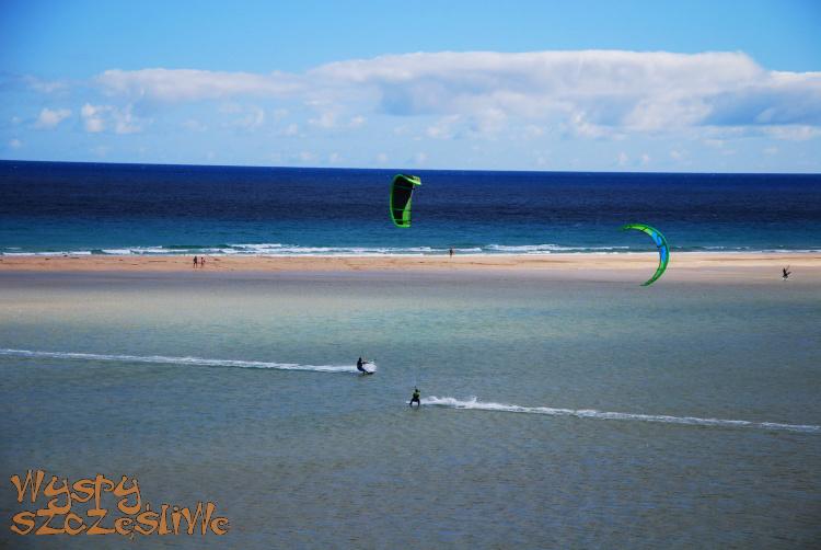 Kitesurfing na plaży Sotavento na Fuerteventurze